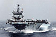 """US-Flugzeugträger als schwimmende Badewannen und ihre Kampfflugzeuge als """"eiseren Vögel""""? Bild: US-Navy USS-Enterprise"""