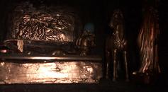 Goldstatuen und weitere Schätze im Alexandergrab