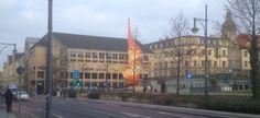 """Kunstwerk """"Flamme der Revolution"""" in Halle vor der Sachsenbank-Filiale"""
