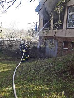 Die Feuerwehr Erkrath konnte durch ihre zügige Brandbekämpfung einen größeren Gebäudeschaden verhindern. Bild: Feuerwehr