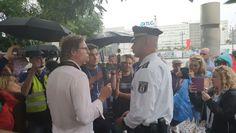 Thilo Cablitz im Gespräch mit Demonstranten am 01. August 2021
