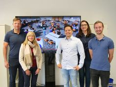 Das ViLearn-Team der Uni Würzburg (v.l.): Marc Latoschik, Silke Grafe, Florian Kern, Gabriela Greger und Peter Kullmann. Es fehlt Jennifer Tiede. Quelle: Foto: Robert Emmerich / Universität Würzburg (idw)