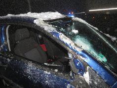 Dieser Wagen kollidierte gegen 4.15 Uhr auf der Eisenstraße in Meinerzhagen mit einem Räumfahrzeug. Bild: Polizei MK
