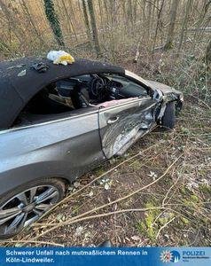 Mercedes mit Totalschaden in der Böschung Bild: Polizei