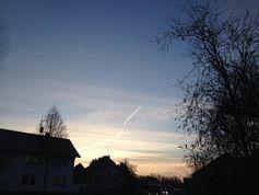 """Von """"Chemtrails"""" im Rahmen des Geoengineerings verschleierter Himmel über Bingenheim bei Echzell (Hessen) am 3.12.2013"""