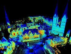 Thermografisches Abbild der Bremer Innenstadt in einer Winternacht: Blaue Farben entsprechen Temperaturen ab -5°C; rot wird die Farbskala ab +10°C.  Ein virtueller thermografischer Rundgang über den Bremer Marktplatz und den Domshof findet sich unter http://youtu.be/TPoCebERysc. Quelle:  (idw)