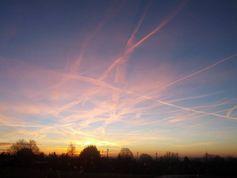 Geoengineering über Herchenhain (Vogelsberg / Hessen) am 17.12.2013 um 7 Uhr