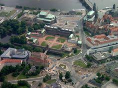 Luftansicht des Taschenbergpalais (am Bildrand Mitte rechts)