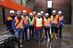 Die PREVIEW-Expertengruppe mit Projektleiter Prof. Dr. Jan Akkermann bei einer Begutachtung einer Schleuse Quelle: Jan Akkermann (idw)