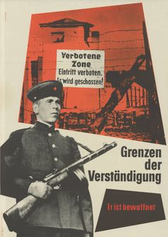 """Часовой с оружием, позади которого надпись """"Verbotene Zone. Eintritt verboten"""" («Запретная зона. Вход воспрещён»). Западнонемецкий плакат 1953 года"""