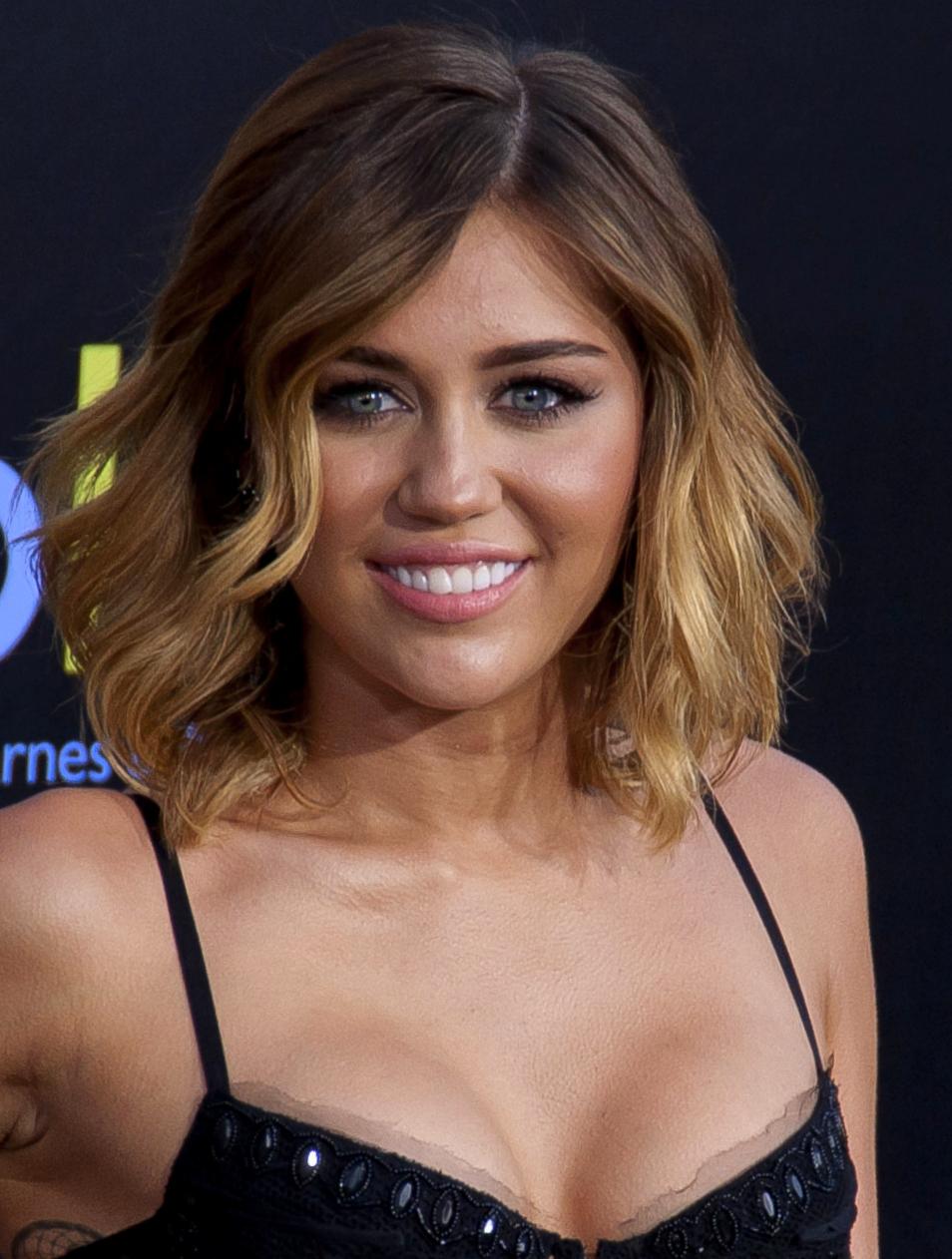 Miley Cyrus Bei Der Premiere Des Films Die Tribute Von Panem The