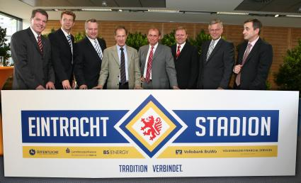 In Eintracht Fur Das Eintracht Stadion V L N R Knud Maywald