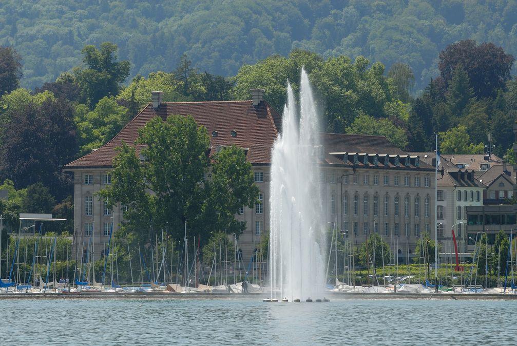 Konzernzentrale am Mythenquai in Zürich