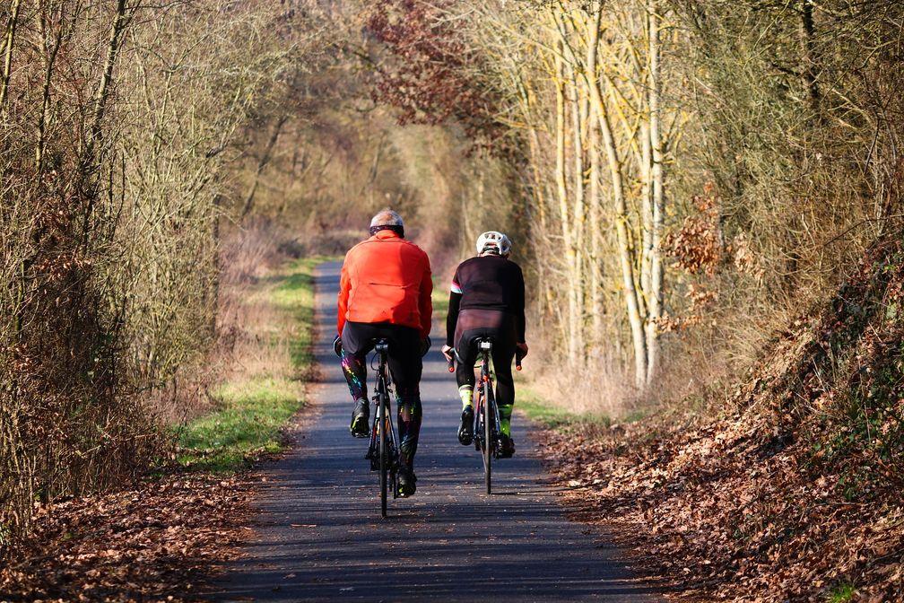 """Trotz sportlicher Aktivität in der Herbstsonne wird jetzt kaum Vitamin D mehr in der Haut gebildet. Bild: """"obs/Deutsches Institut für Sporternährung e. V./Quelle: pixabay, lizenzfrei"""""""