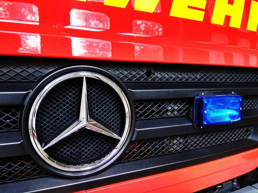 Feuerwehr befreit Mutter und Säugling aus misslicher Lage.