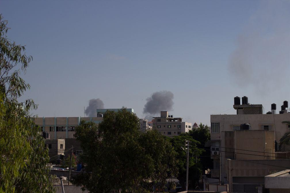Die israelische Armee bombardiert Ansar (Gazastreifen).