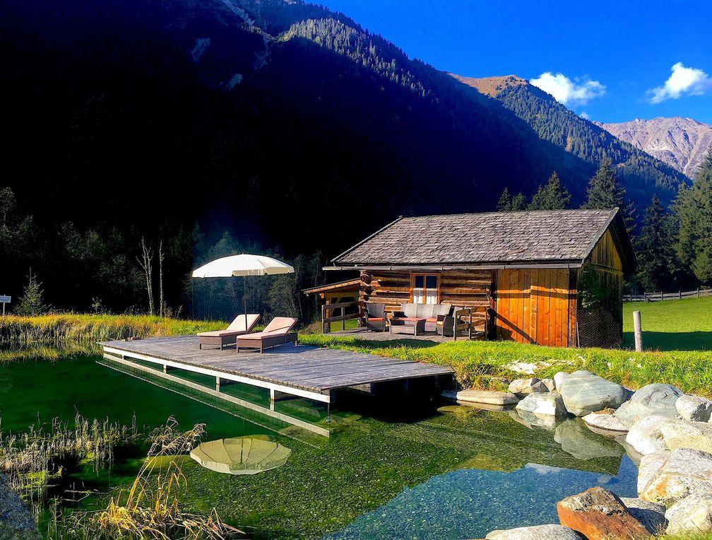 Bauernhof-Wellness, auf der Liege am See die Seele baumeln lassen Bild: Urlaub am Bauernhof Österreich Fotograf: Antje Zimmermann