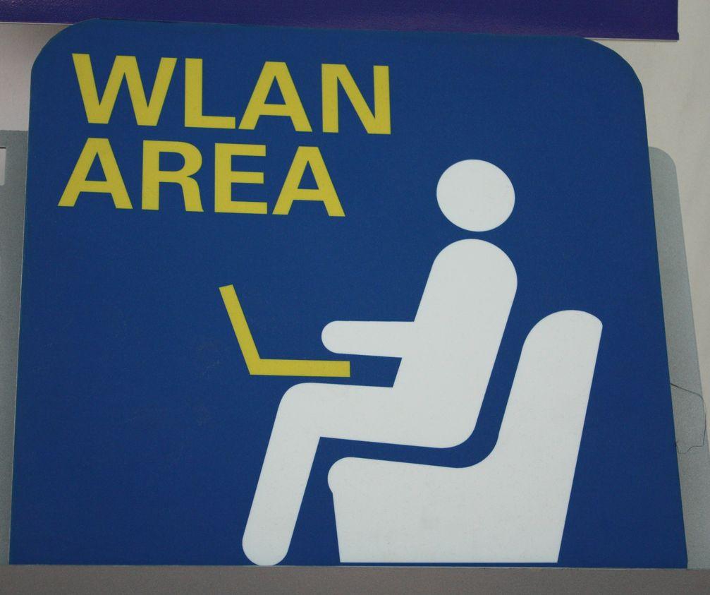 Ausgeschildertes WLAN am Wiener Flughafen