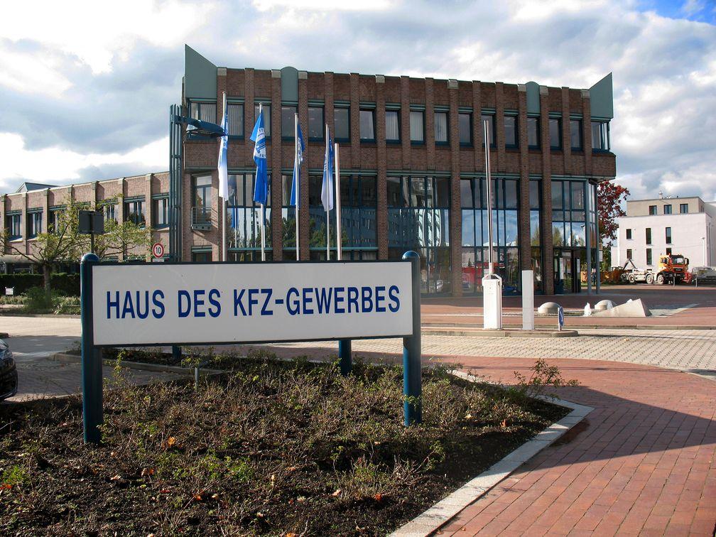 Haus des KFZ-Gewerbes Dresden vom Zentralverband Deutsches Kraftfahrzeuggewerbe (ZDK) (Symbolbild)