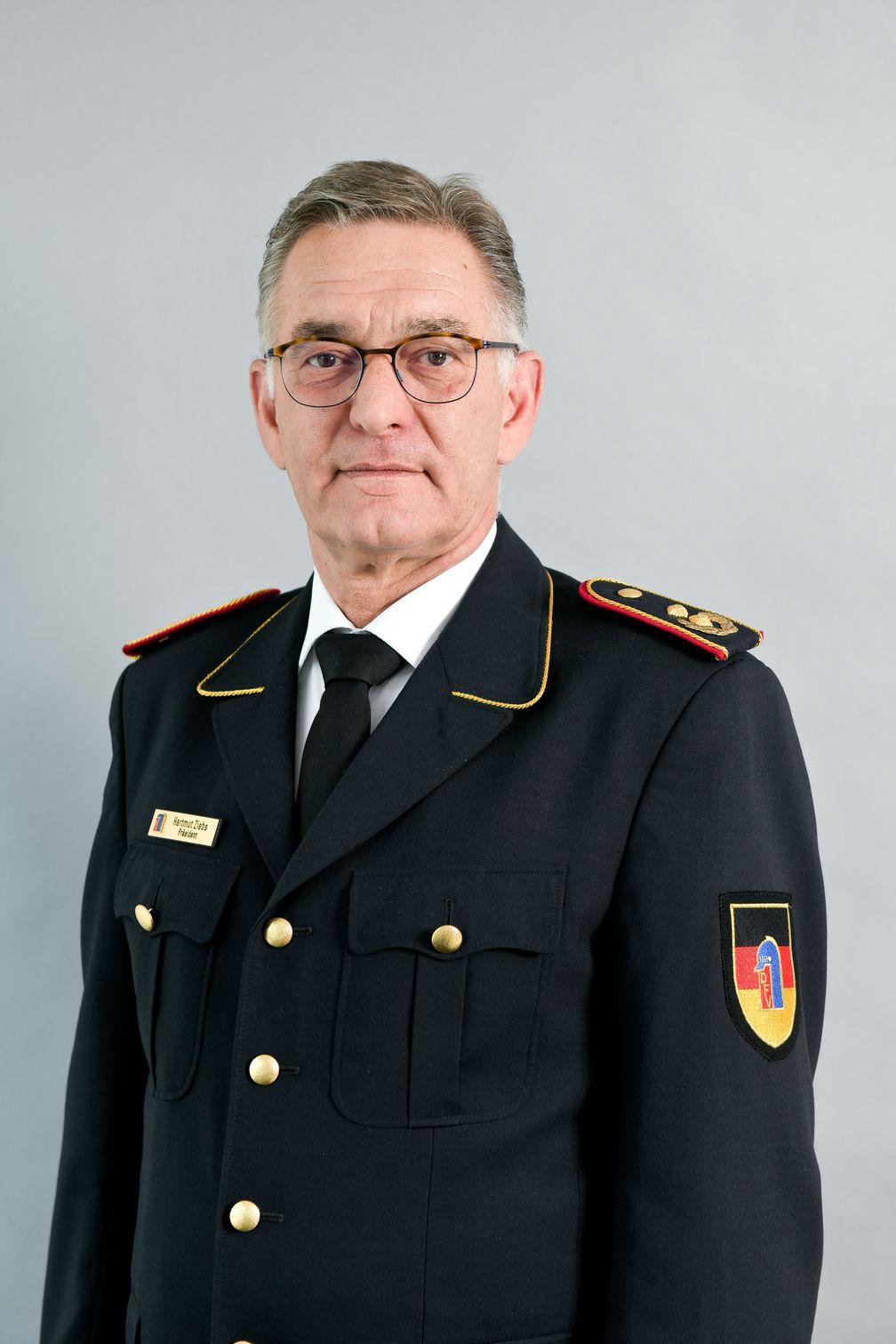 Dipl.-Ing. Hartmut ZiebsPrŠsident des Deutschen Feuerwehrverbandes