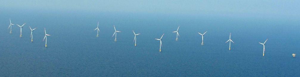 Windkraftanlagen des Offshore-Windparks alpha ventus in der Deutschen Bucht