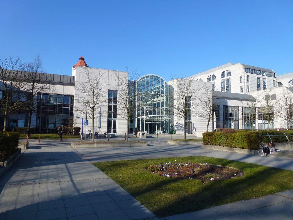 Virchow-Klinikum: Zentralgebäude Mittelallee 10