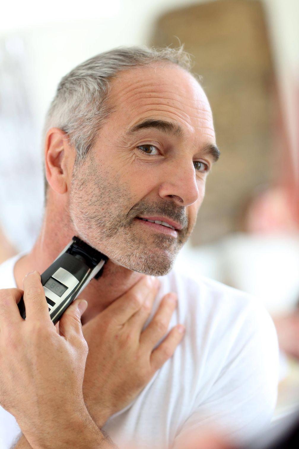 "Bei trockener Haut lieber elektrisch rasieren: Bild: ""obs/Wort & Bild Verlag - Apotheken Umschau/ImagoStockandPeople_Panthermedia"""