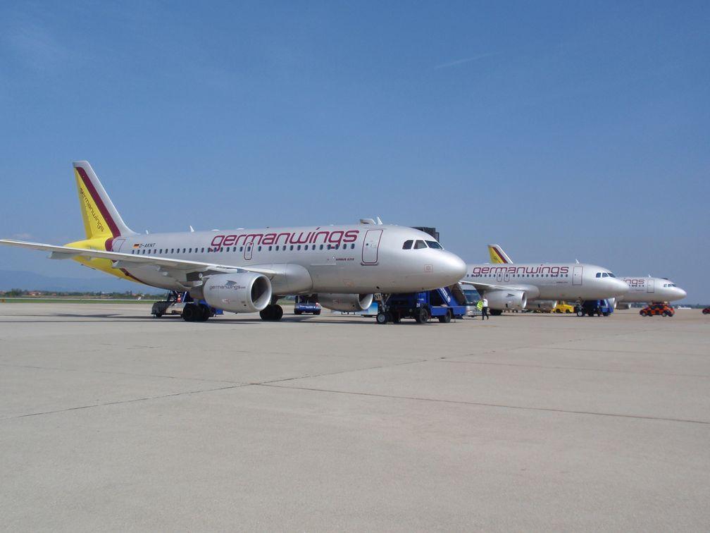 Mehrere Airbus A319 der Germanwings am Flughafen.