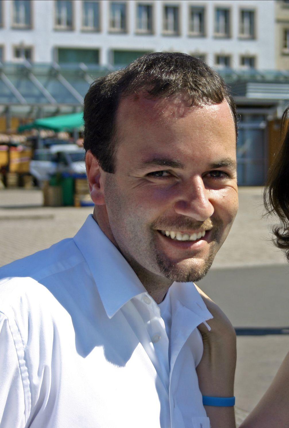 Manfred Weber bei einer Wahlkampftour in Würzburg