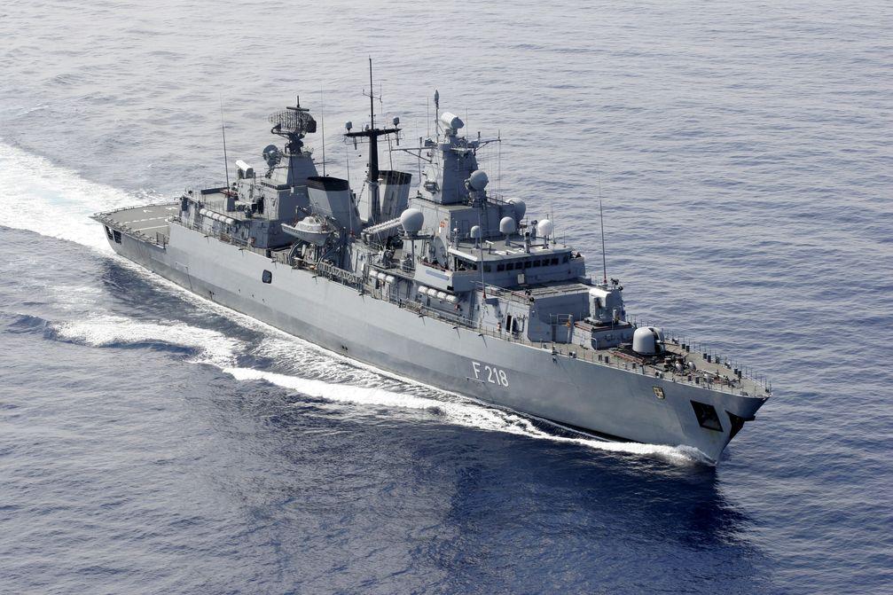 Luftbild der Fregatte MECKLENBURG-VORPOMMERN während des Einsatzes im Mittelmeer Bild:     PIZ Marine