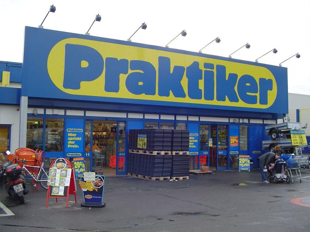 Eingangsbereich eines Kölner Praktiker-Baumarktes