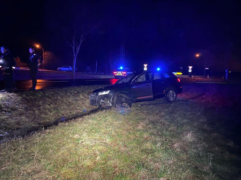 Verunfallter Audi SQ7 am Unfallort Bild: Polizei