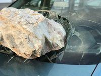 Steinschlag an der Windschutzscheibe (Symbolbild)