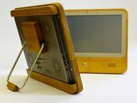 Der umweltschonende Touchscreen-PC iameco fällt aus dem Rahmen - er ist aus Holz. Quelle: (c) MicroPro (idw)