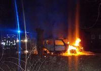 Der Jeep brannte komplett aus.