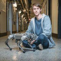 Roboter und Forscher: kleines Gerät für große Tricks.