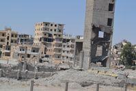 Durch Explosivwaffen zerstörte Stadt in Syrien