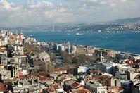 Istanbul wird durch den Bosporus in einen europäischen und einen asiatischen Teil getrennt; Aufnahme vom Galataturm aus