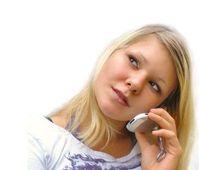 Teenie: Handy übertrumpft analoge Medien. Bild: pixelio.de, Kaliwoda