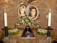 Prinzessin Diana (links) mit ihrem letzten Partner Dodi Al-Fayed, Gedenkschrein im Londoner Harrods.