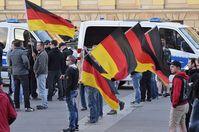 Aufnahme von der 10. Legida Demo in Leipzig. Bild: Caruso Pinguin, on Flickr CC BY-SA 2.0
