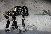 """Der biologisch inspirierte Roboter """"Charlie"""" kann sich dank seiner flexiblen Wirbelsäule sicher in u Quelle: Foto: DFKI GmbH/Daniel Kühn (idw)"""