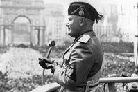 """Italiens Diktator Benito Mussolini, der """"Duce del Facismo"""", bei einer Rede in Rom Anfang der 1930er-Jahre.  Bild: """"obs/ZDFinfo"""""""
