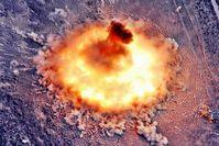 Zerstörerische Explossion einer US-Amerikanischen GBU-43/B Massive Ordnance Air Blast mit 11.000.000 kg TNT Sprengkraft (Symbolbild)