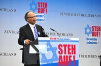 Dieter Graumann spricht auf einer Kundgebung gegen Judenhass in Berlin, September 2014