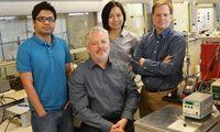 UTA-Forscher: Sie erzeugen Treibstoff aus Wasser und CO2. Bild: utexas.edu