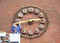Eine Extra-Stunde Schlaf: Am letzten Sonntag im Oktober beginnt die Winterzeit. Deutschland dreht die Uhren um drei Uhr eine Stunde zurück. Bild: Techniker Krankenkasse
