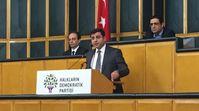 Selahattin Demirtas bei einer Fraktionssitzung (2016)