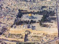 Der Tempelberg ist ein Hügel im Südostteil der Jerusalemer Altstadt, oberhalb des Kidrontales. Auf seinem Gipfel befindet sich ein künstliches Plateau. Ursprünglich standen hier der Salomonische Tempel und der nachfolgende Herodianische Tempel. Heute befinden sich dort der Felsendom und die al-Aqṣā-Moschee. Der Tempelberg ist einer der umstrittensten heiligen Orte der Welt.