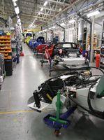Fließbandfertigung von Autos (Symbolbild)